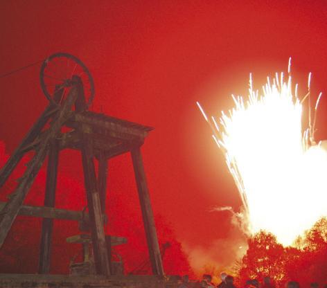 FitAndCrop472416-fireworksnight